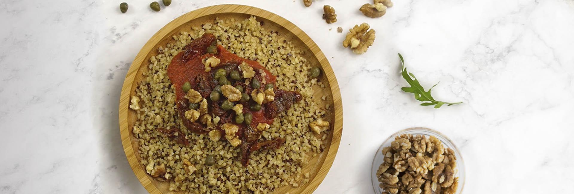 Bulgur con quinoa, sésamo y tomate
