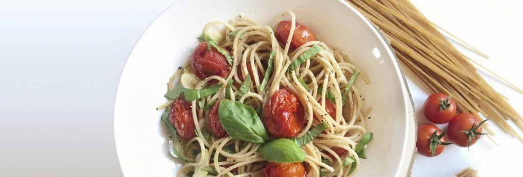 Espaguetis integrales con tomate y orégano