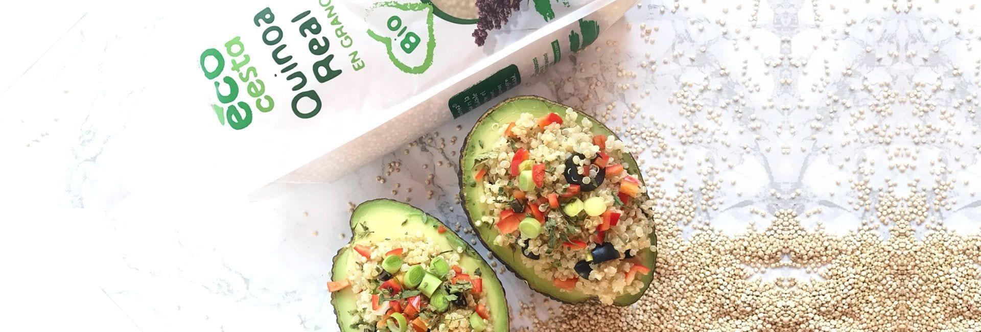 Aguacates rellenos de ensalada de quinoa real bio