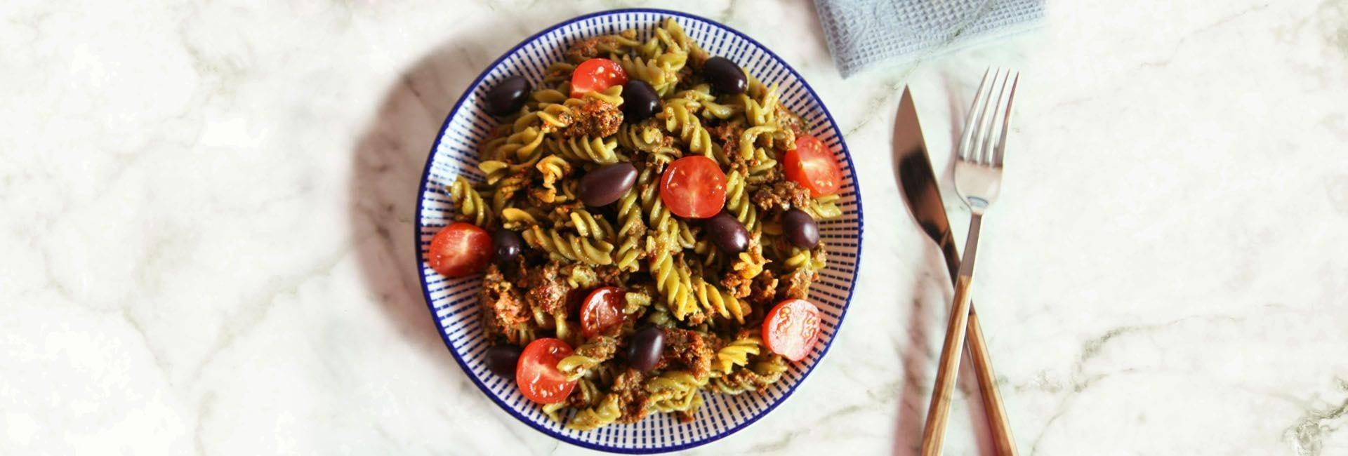 Fusilli tricolore con pesto de tomates secos