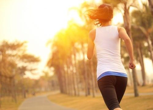 El deporte nos ayuda a liberar tensión y evitar el impulso de comer por ansiedad